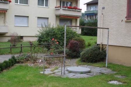 Teppichausklopfstelle bei einem Schweizer Wohnhaus